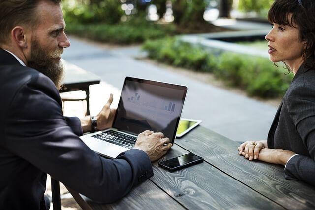 企業が採用基準で重視する項目|2位は「企業への熱意」1位は?