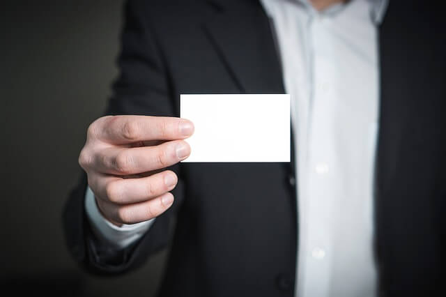 就活の面接で名刺は必要か?新卒学生が名刺を渡すメリットとは
